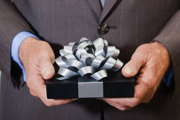 Что подарить мужчине-коллеге