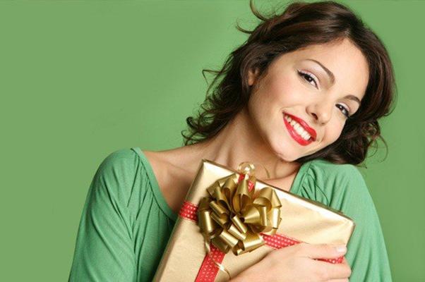 если знакомый парень дарит подарки
