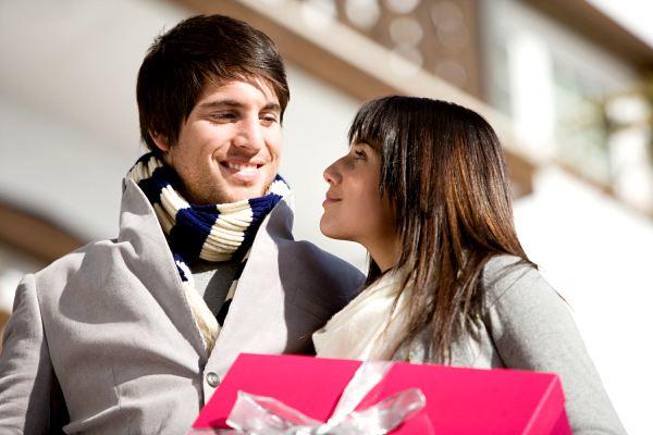 Мужчина в начале отношений не дарит цветы