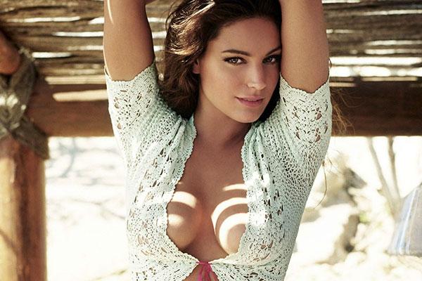 Фото груди видно через вырез блузки фото 5-131