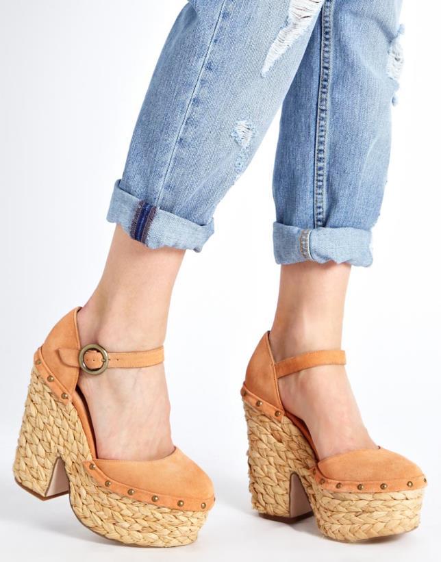 Уход за замшевой обувью в домашних условиях: полезные советы