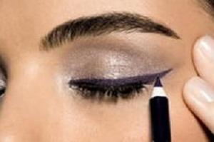 красивые стрелки на глазах карандашом фото поэтапно