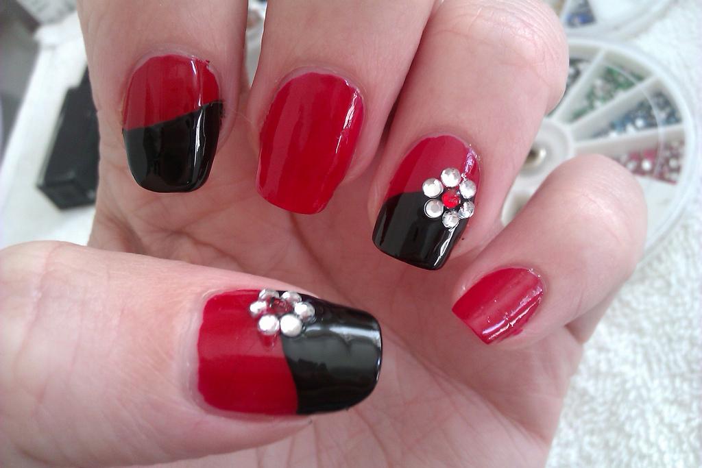 черно красные ногти