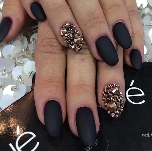 Дизайн ногти острые черные