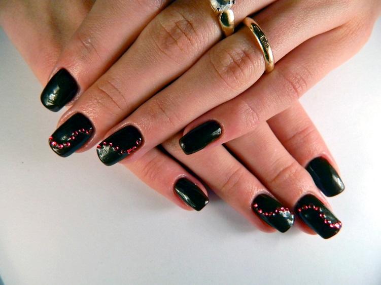 Стразы на гелевых ногтях фото