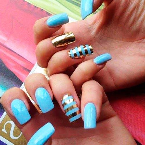 полосы голубой с золотым на ногтях