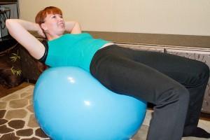 упражнение на фитболе 2