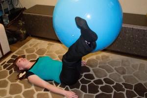 упражнение на фитболе 3