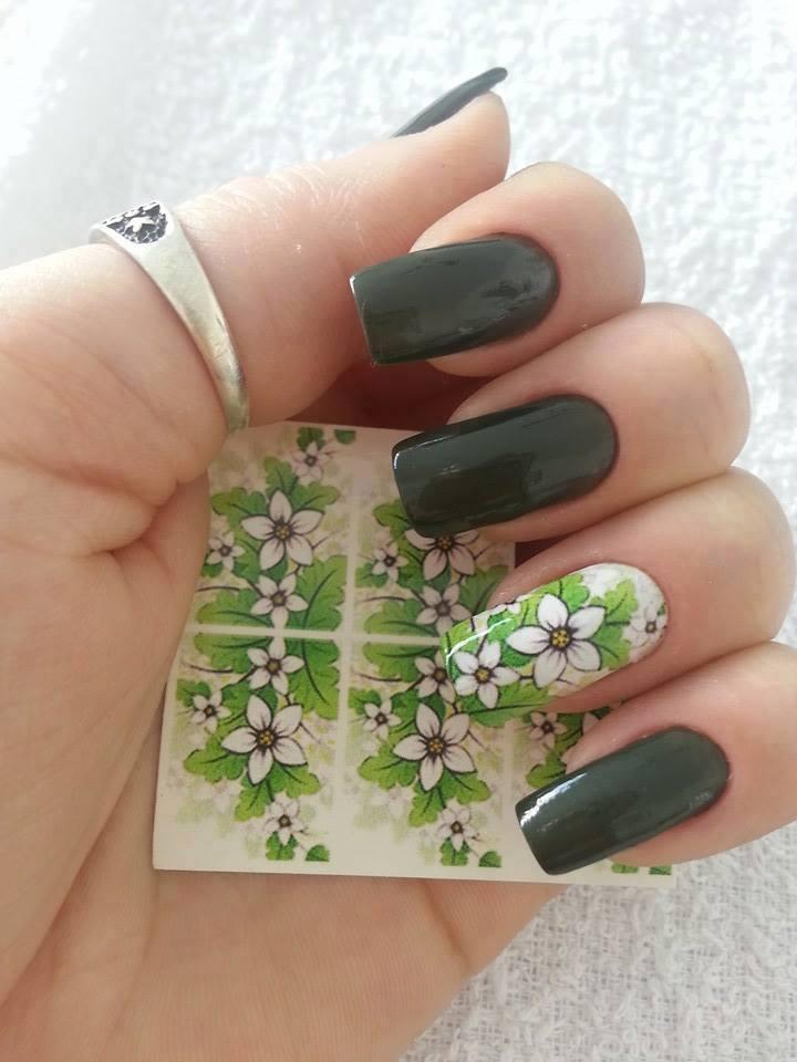 зеленые ногти с цветочками