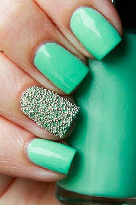 зеленый маникюр в стиле Caviar