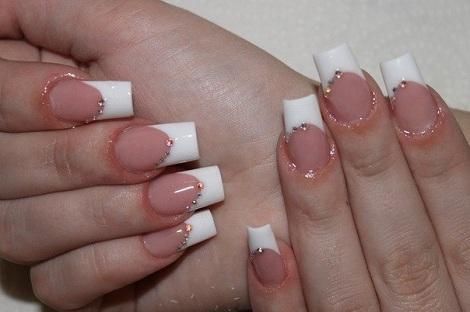Дизайн ногтей с блестками белый френч