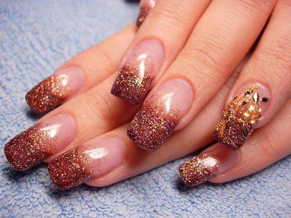 Маникюр на нарощенных ногтях с использованием блесток