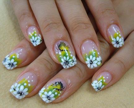 фото маникюра с полевыми цветами