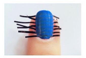 простые-полоски-на-ногтях-фото