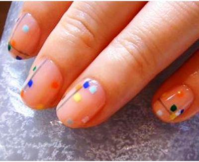 разноцветные-квадраты-на-ногтях