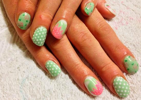 салатовый цвет ногтей с розовым