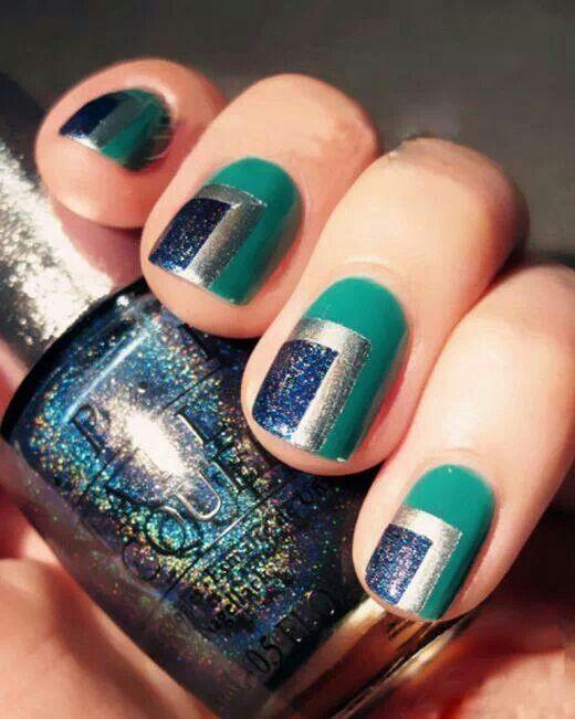 рисунок на ногтях синие и серебряные квадраты