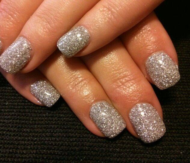 плотное серебряное напыление на ногтях