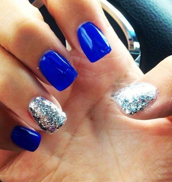 синие ногти с блестящим глиттером