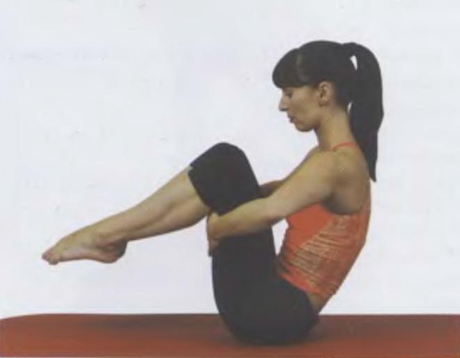 упражнение Перекаты на спине пилатес для похудения