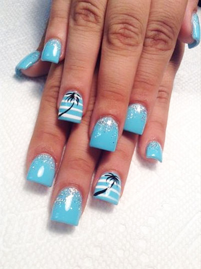 пальмы на голубых ногтях