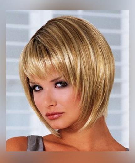 Фото градуированного каре с челкой на короткие волосы