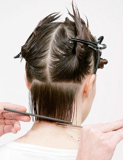 Как самостоятельно подстричь боб