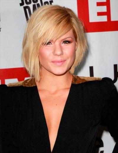прическа с челкой на блондинке