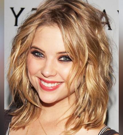 прическа для торжественных мероприятий на вьющиеся волосы