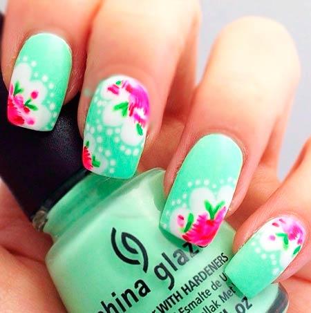 маникюр розовые цветы на бирюзовых ногтях