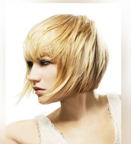 стрижка с челкой на короткие волосы для блондинки