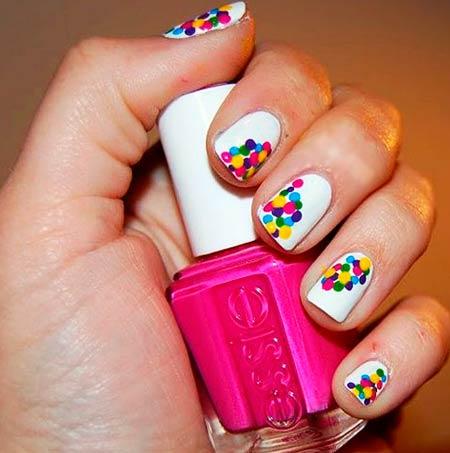 цветной  дотс на ногтях