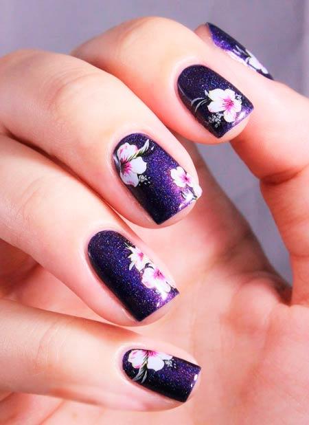 цветы на фиолетывых ногтях фото