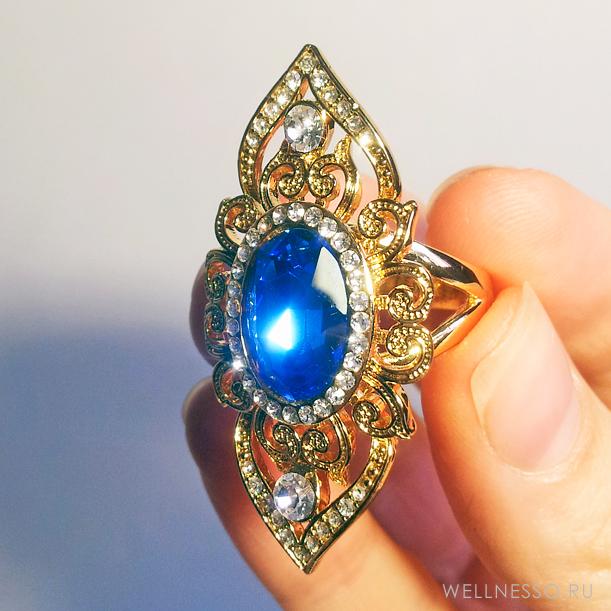 кольцо с синим кристаллом