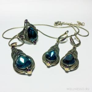 Комплект украшений с бирюзовым камнем стилизованный под состаренное золото + маленькие фиолетовые камушки
