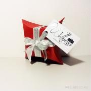 красная подарочная упаковка
