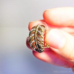 серьги в форме листьев под состаренное золото