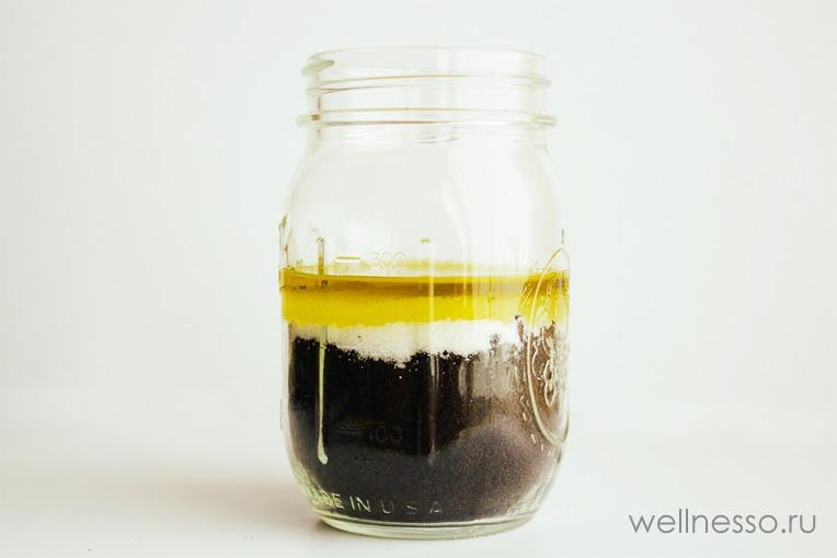смешанные ингридиенты скраба из кофе