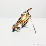Брошка под золото велосипедик с голубыми камнями