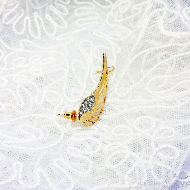 кафф в виде крыла под золото с прозрачными кристаллами