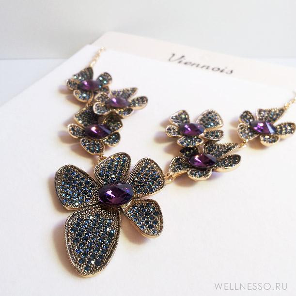 колье и серьги цветы с лиловыми и бирюзовыми кристаллами