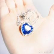 колье сердце глубокого синего цвета с кристаллами