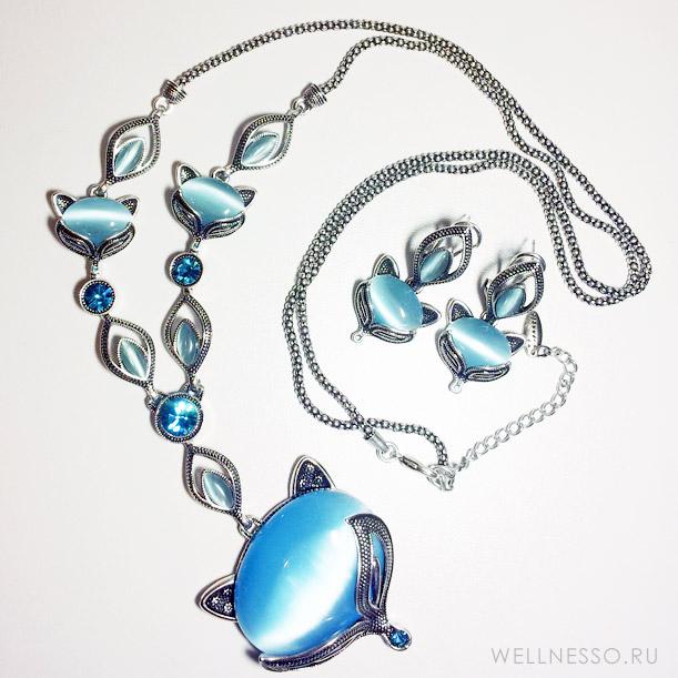 лисы с голубыми самоцветами под серебро