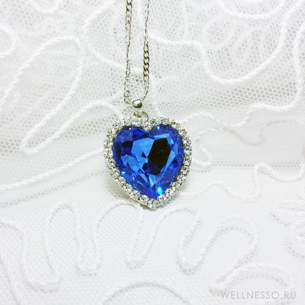 подвеска с большим синим кристаллом в форме сердца