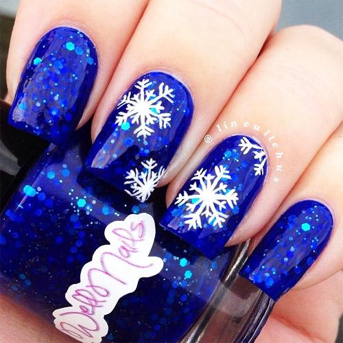 белые снежинки на синие ногти