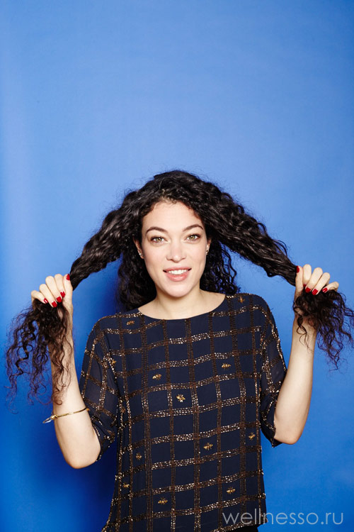 Отделите две части волос