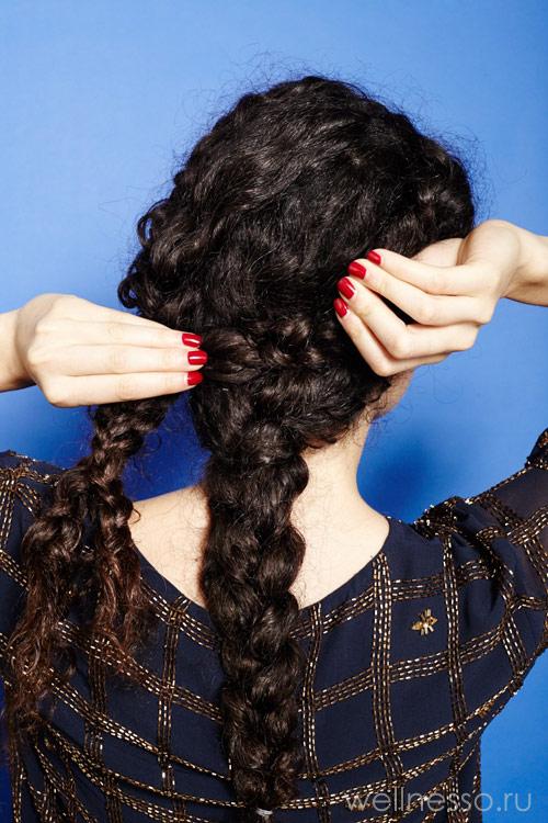 Обверните правую косу вокруг средней