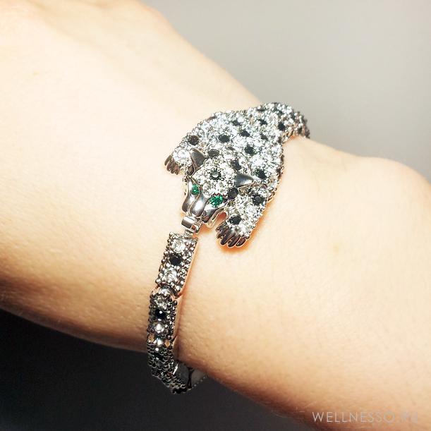 браслет под серебро гибкий усыпанный стразами гепард