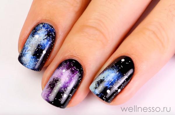звездное небо на ногтях
