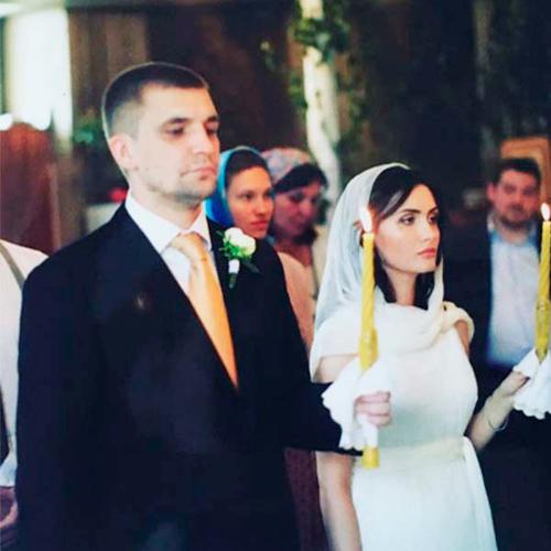 баста на венчании с женой